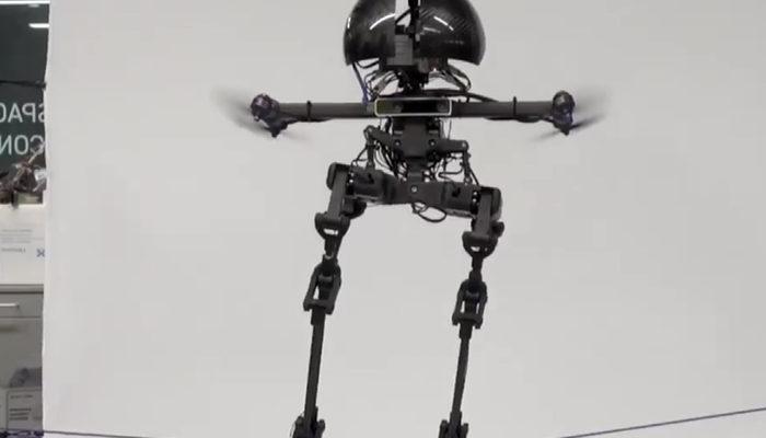 Robot Leonardo ile tanışın: Hem uçabiliyor hem de ipte yürüyebiliyor